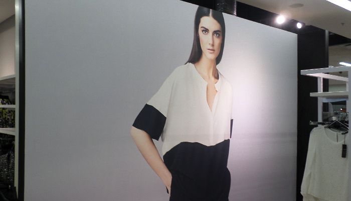 Clarion Retail recently printed and installed the national wallpaper focal roll-out for the Woolworths summer 2015.